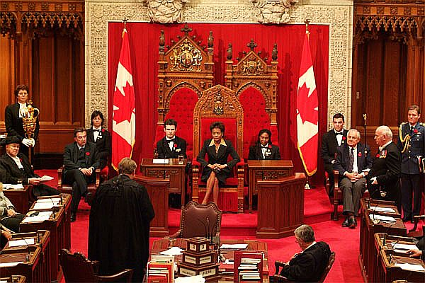 La très honorable Michaelle Jean présidant une session du Parlement Canadien à Ottawa.jpg