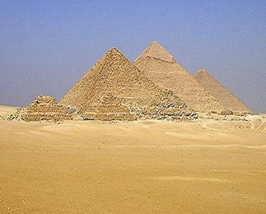15.Les trois pyramides de Gizeh.jpg