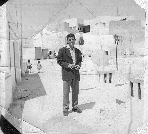 Raphy Cohen a notre terrasse de rabat , mi-1950s.jpg