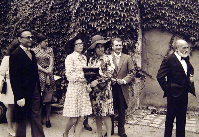 JG Mantel devant le pere  de Dominique Mantel lors de  son  mariage . Jacques Mantel frerot de JG qui est en train de rigoler...jpg