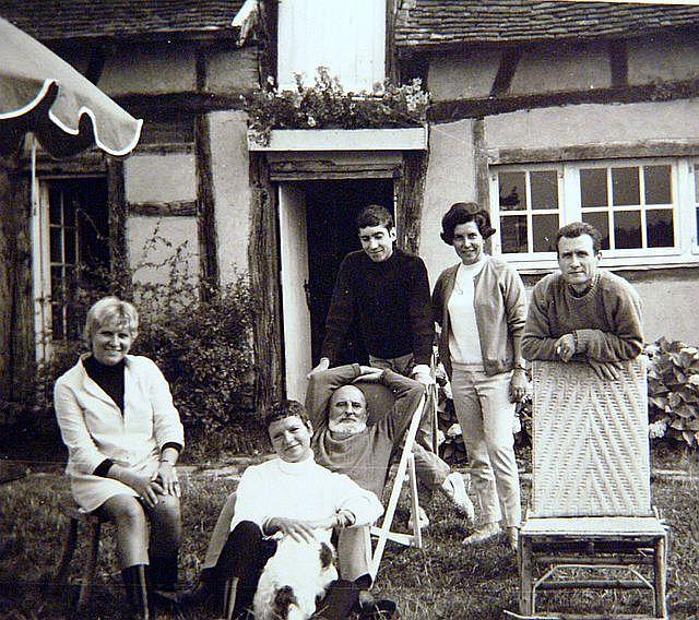 Jean Gaston Mantel avec sa famille en France.debut annees 1970\'s.jpg