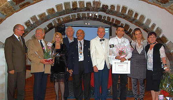 27SEP08 Jean-Paul de Bernis, Roger Vives et Alain Bideaux sont presents au Vernissage du Sculpteur Roumain Alexandre Paraschiv.jpg