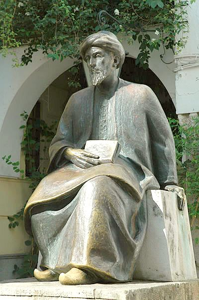 Cordoba, la statue du grand maitre, ecrivain, medecin, theologien Maimonide.jpg