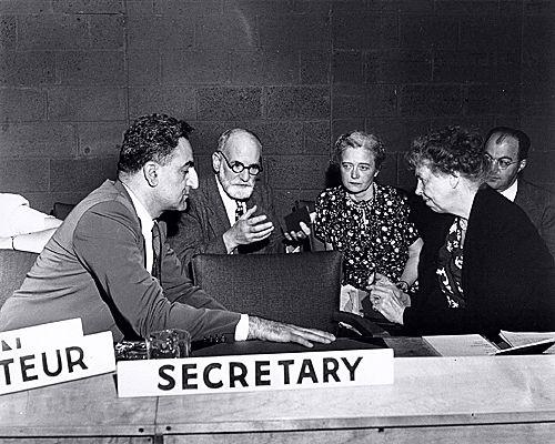 Rene Cassin a l\'ONU avec les grands notables americains.jpg