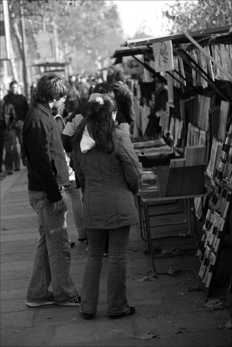 antique-booksellers-along-seine, bouquinistes le long des quais de la Seine a Paris, rive gauche.jpg