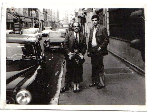Annie et Raphy Cohen a Paris en compagnie de Marc Buenos en ete 1970.jpg