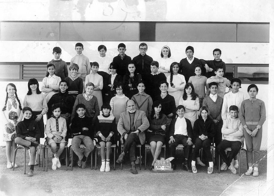 Lycee Descartes annee scolaire 1967-68 classe de 5e moderne,JG  Mantel , professeur de dessin.jpg