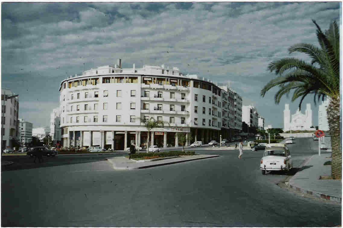 Rabat_1956_place_de_la_gare_vue_de_la_cathedrale_St_Pierre.jpg