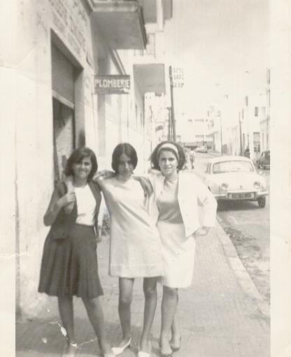 1966 CHANTALE ET CLAIRE A RABAT.jpg