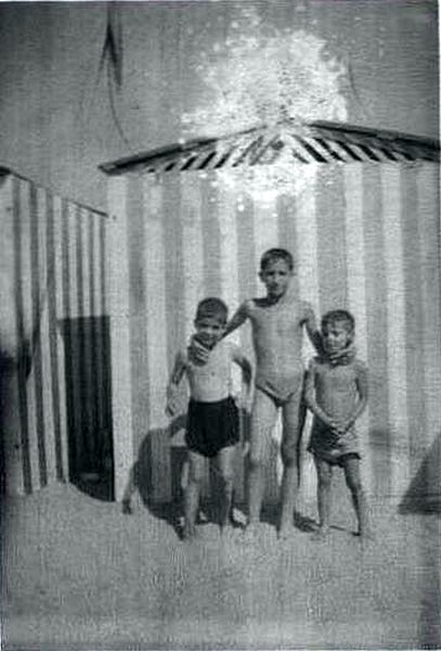 Photo cabine plage de Sale, Maurice, Michel Cohen et Raphy Ruimy.4.jpg