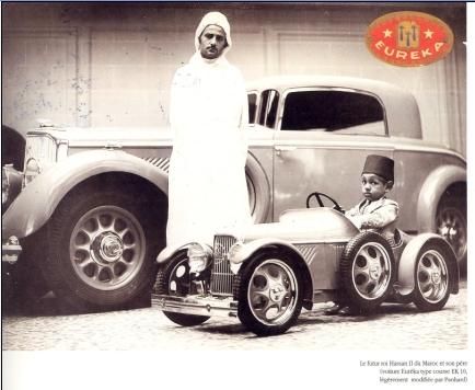 SM le roi MOHAMED V et son fils futur roi HASSAN II.jpg