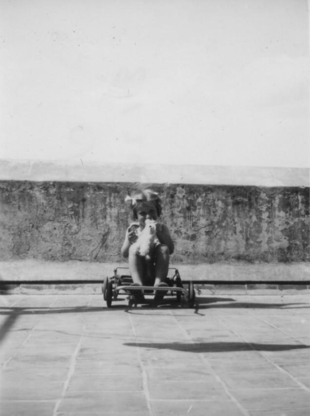 1945 Michou 4-5 ans terrasse .jpg
