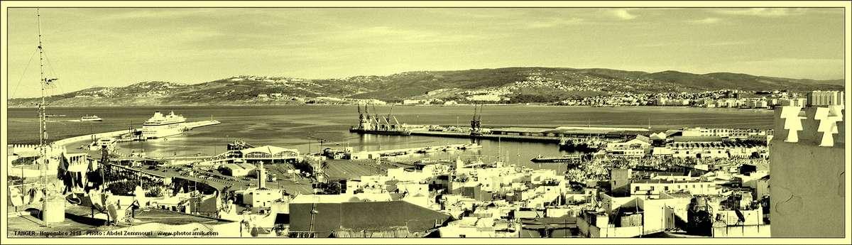 Tanger vue sur le port N&B2.jpg