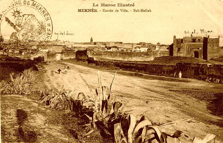 Meknès et porte du Mellah au début du protectorat français.jpg