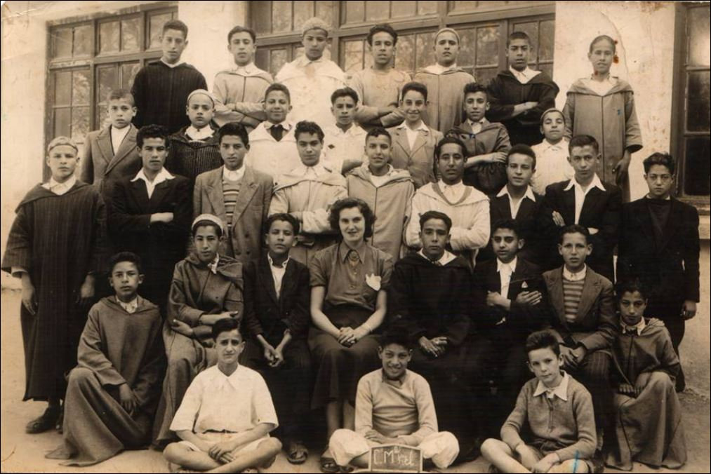 CLASSE A L'ECOLE BAB MARBAA SEFROU 1949.1950.JPG