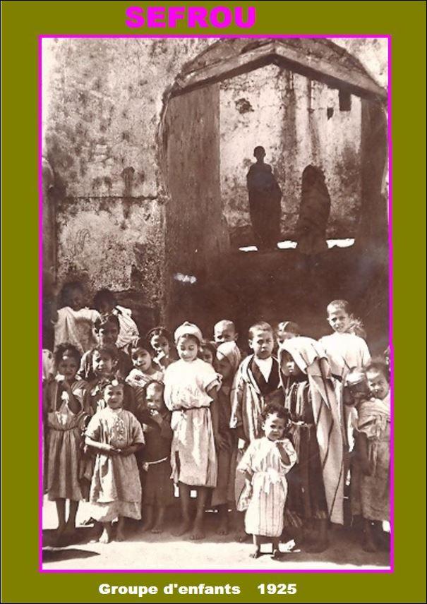 GROUPE D'ENFANTS DE BENI MADREK SEFROU 1925.JPG