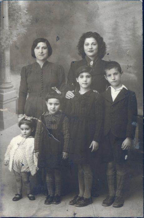 1943, Simy Monsonego, la tante Rachel  et enfants Perla , Marie, Alice et Raphael Monsonego.jpg