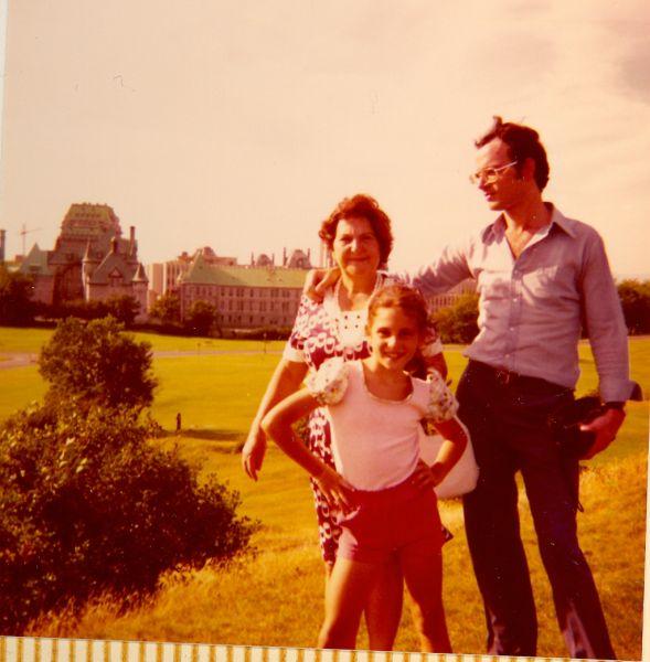 Mme Simy Monsonego, Sima Monsonego et Elie a Quebec City, 1974.jpg