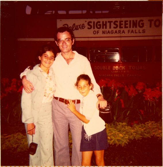 Cathy, Sima et Elie Niagara Falls, Aout 1974.jpg