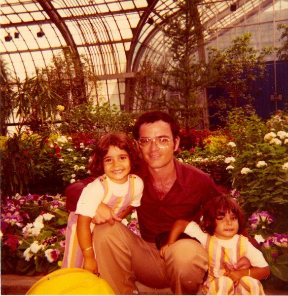 Orit , Elie et Taly au jardin botannique, 1974.jpg