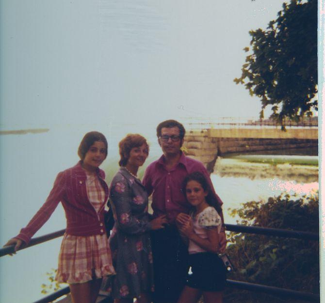 Cathy, Perla Jacques et Sima l,es chutes du Niagara , Aout 1974.jpg