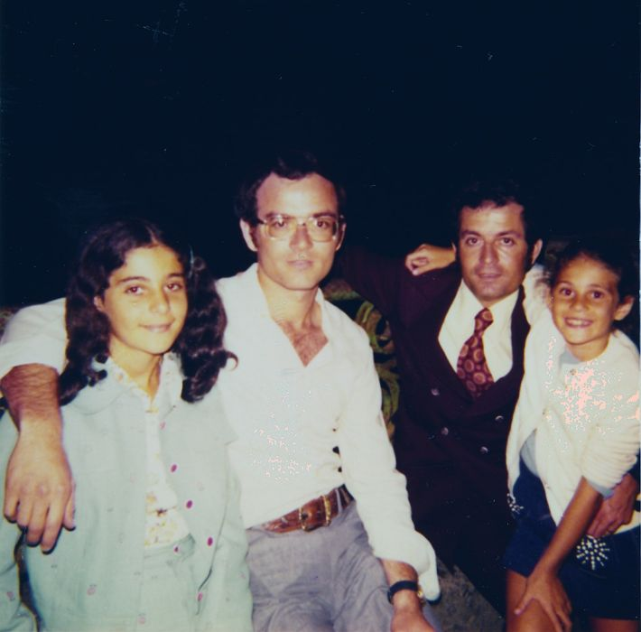 cathy, Elie, Jacques et Sima Cohen , Noiagara Falls le soir Aout 1974.jpg