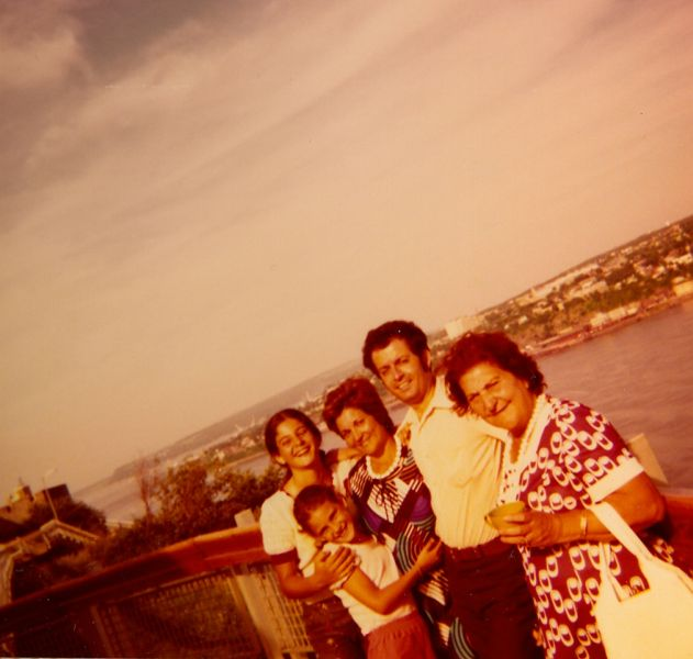 cathy, Sima, Perla, Jacques et Simy Monsonego, Ville de Quebec , Aout 1974.jpg