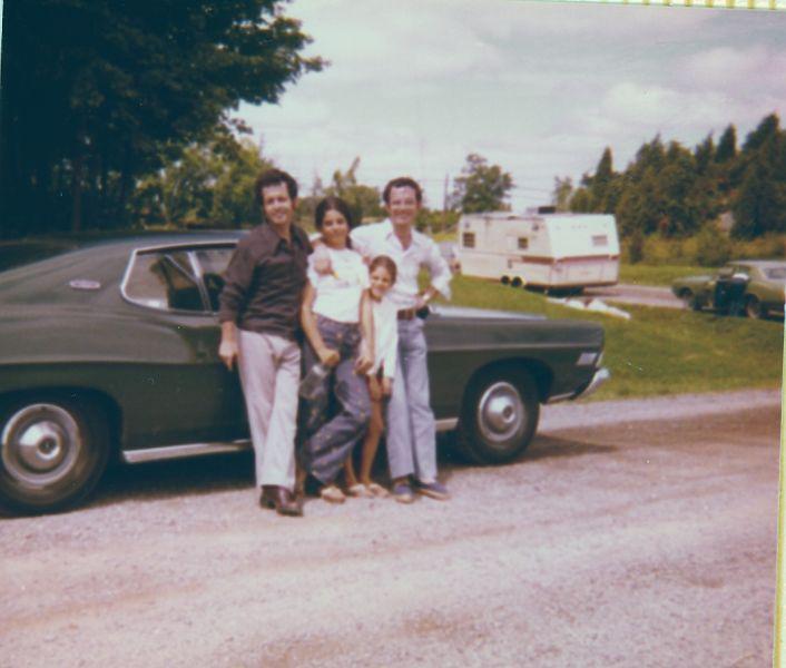 Jacques, Cathy, Sima et Elie sur la route, Aout 1974.jpg