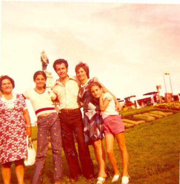 Simy Monsonego, Cathy, Jacques, Perla et Sima en vacances.jpg