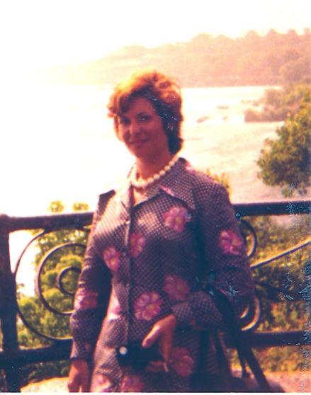 Perla Monsonego Cohen. Aout 1974 en vacances d\'ete au Canada.jpg