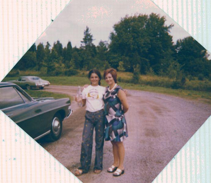 Cathy et Perla, Aout 1974.jpg