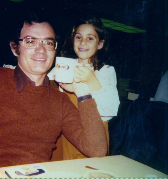 Elie avec cafe et Sima , ete 1974.jpg
