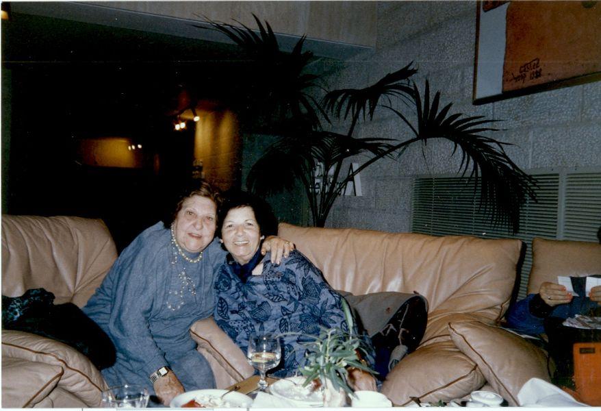 Simy Monsonego et maman a Jerusalem.jpg