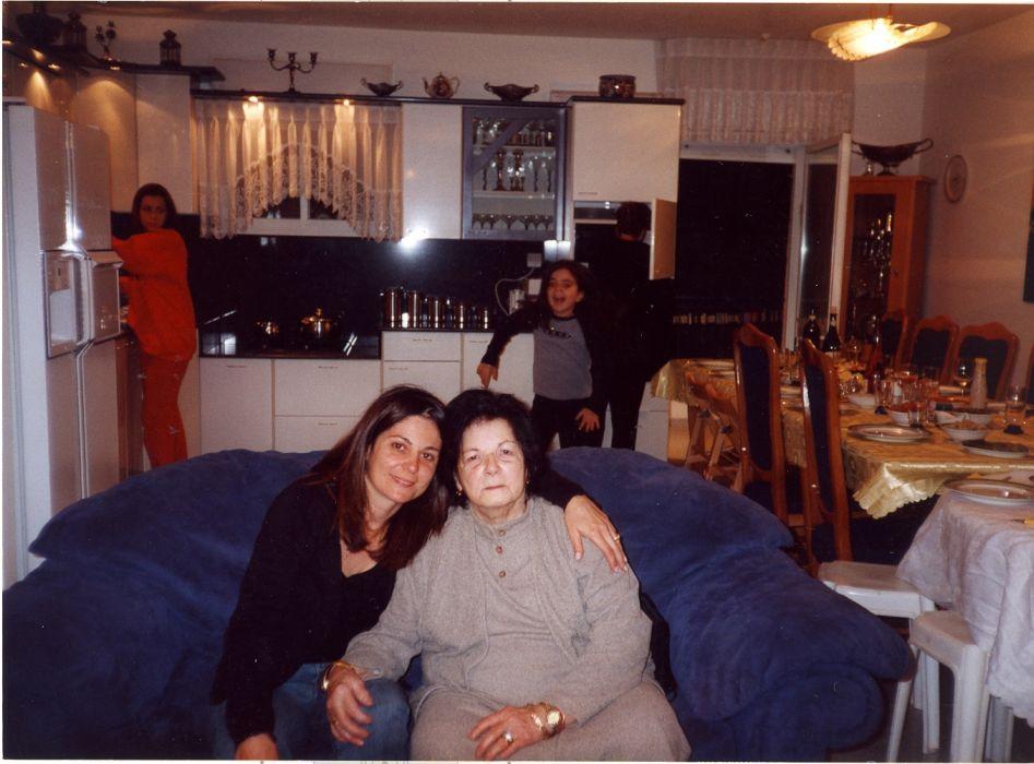 Cathy et sa grand-mere a Jerusalem.jpg