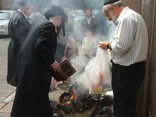burning%20hametz.jpg