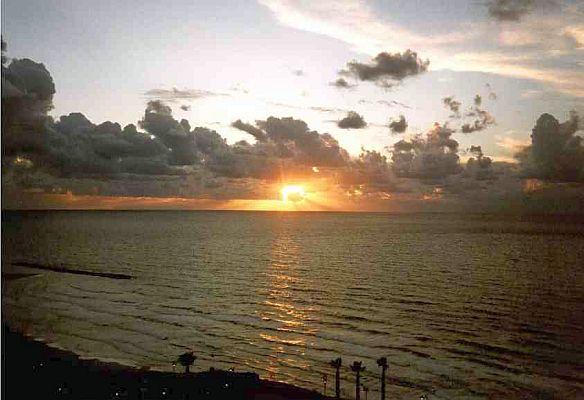 Coucher du soleil sur la cote a Natanya.jpg