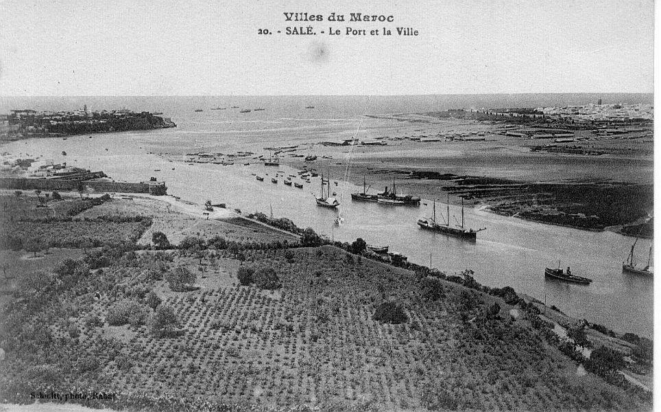fleuve Bou Regreg a Rabat , embouchure avant la jetee.jpg