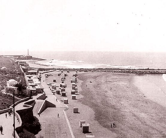 plage a Rabat en 1953, enhanced.jpg