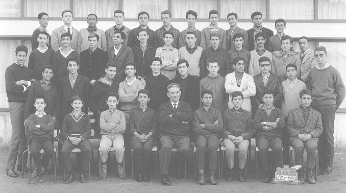 3_3 1963-64 les copains Bouenos, les freres Vedel, le pion , le prof , etc...jpg