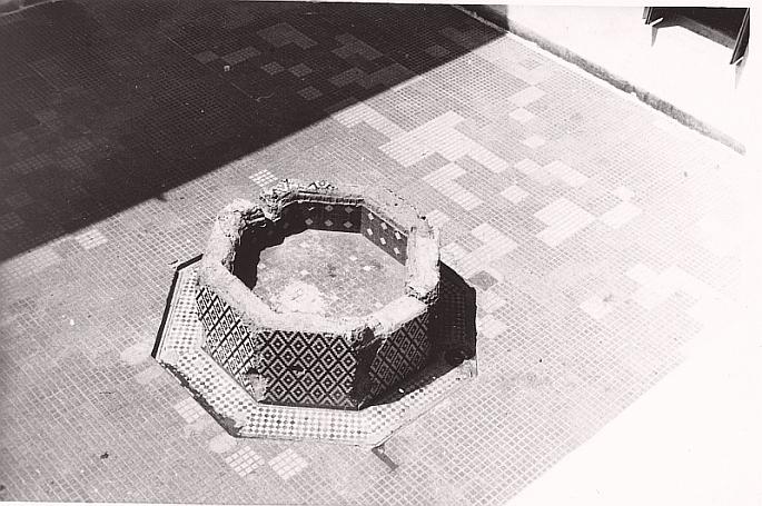 Ancien bassin de la cour de l'immeuble à Rabat edited 1.jpg