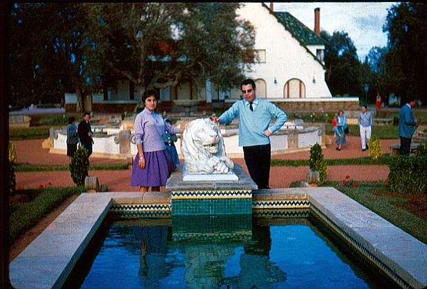 Philippe et Hélène Bohbot au jardin à Dar es Salam, Rabat 1.jpg