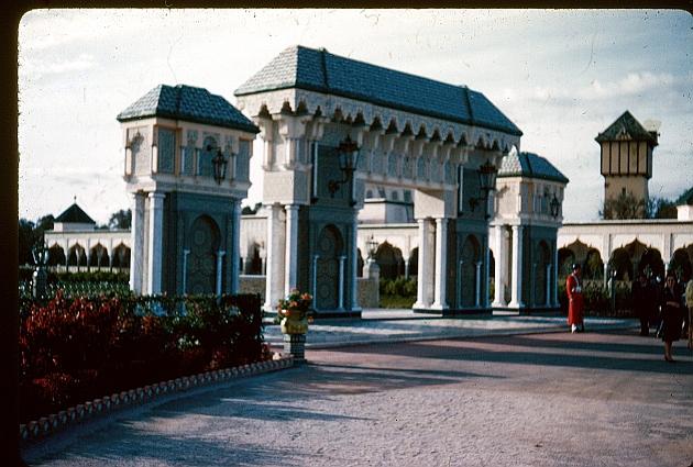 Palais Dar es Salam et ses jardins, entrée.jpg