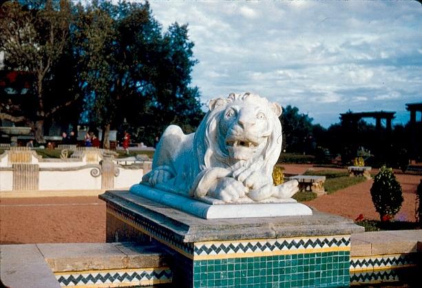 Le lion de Dar es salam, jardin 1.jpg