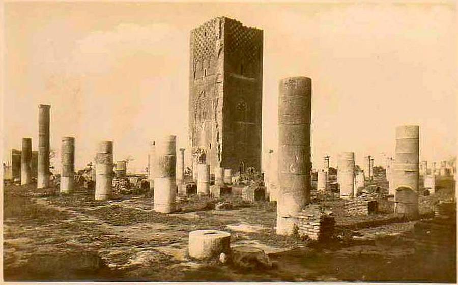 AFRIQUE. MAROC. RABAT. Vue sur La Tour Hassan 1925.jpg