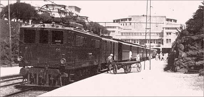 Train électrique en gare de Rabat.jpg